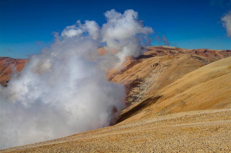 في_بلادي خفافاً على جبل المكمل .. lebanon bekaavalley mountain ... (جبل المكمل)