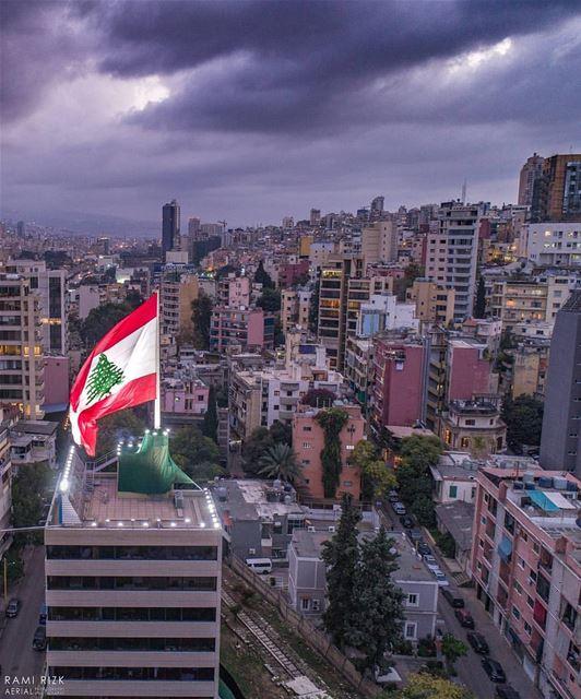 بتتلج الدني وبتشمّس الدنيويا لبنان بحبك تتخلص الدني...❤🇱🇧❤By @rami_rizk (Beirut, Lebanon)