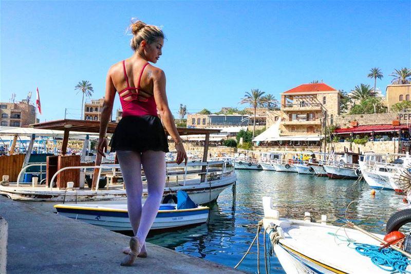 I just Pas-De-Bourrée'd into a Postcard ⛵🎨 ... (Port Byblos)