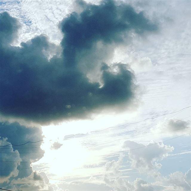 """"""" Il y a toujours mille soleils à l'envers des nuages """" ⛅......"""