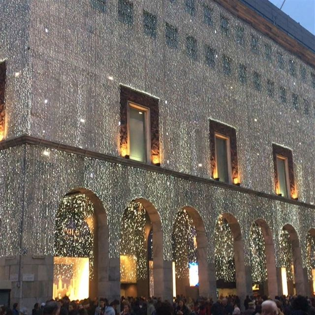 Hi from Duomo Milan ✨DailySketchLook 171 shopping italian boutique ... (Duomo di Milano - Duomo Cathedral)