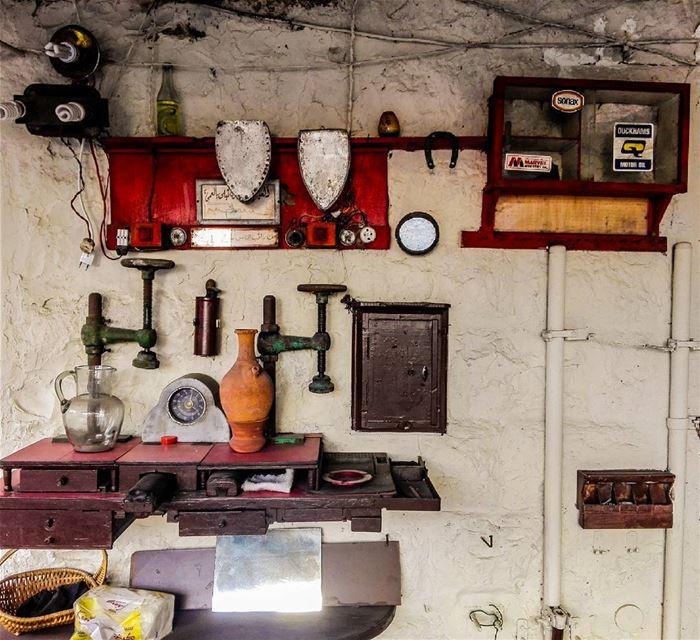 عين الحسود تبلى بالعمى.... old oldequipment oldequipments history ... (Koûsba, Liban-Nord, Lebanon)