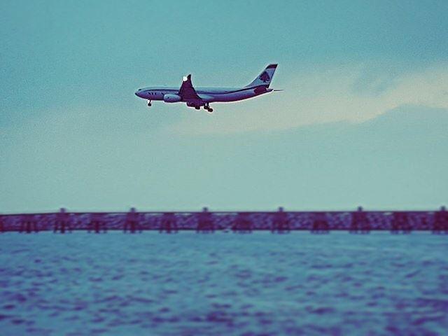 Slope strobe shot final approach landing blue instablue avgeek ... (Beirut, Lebanon)
