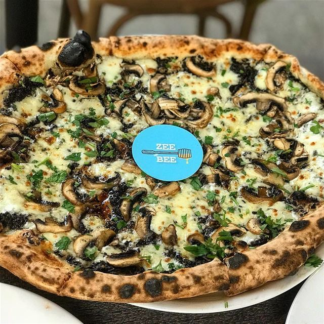 Wake up and smell the truffle 🤤or vice versa 🍕😋😍🐝.... pizza ... (La Pizzariabeirut)