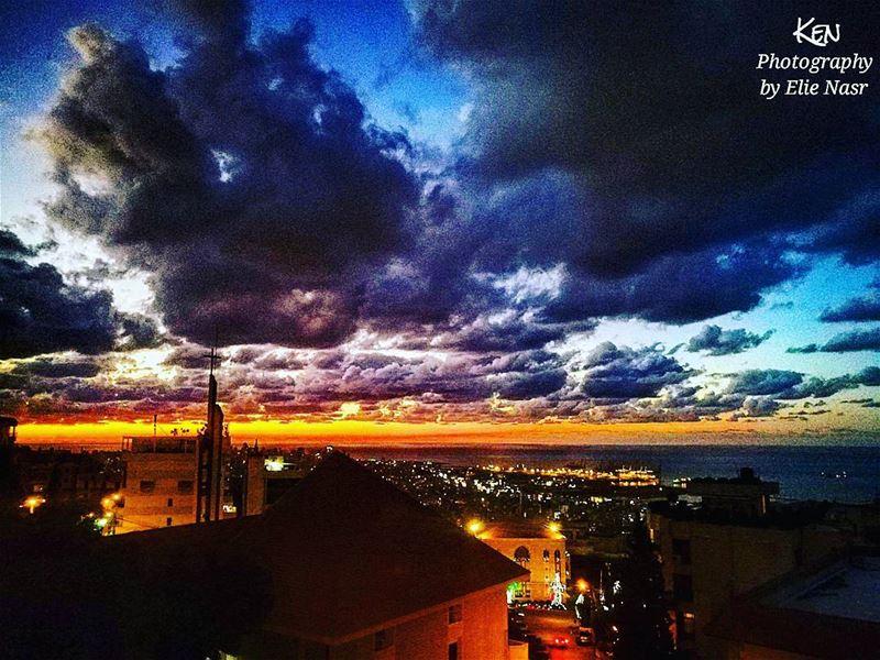 ...أريدُ أن أصنع لكِ أبجديّةغيرَ كلّ الأبجدياتْ.فيها شيء من إيقاع المطرْ (Fanar, Mont-Liban, Lebanon)