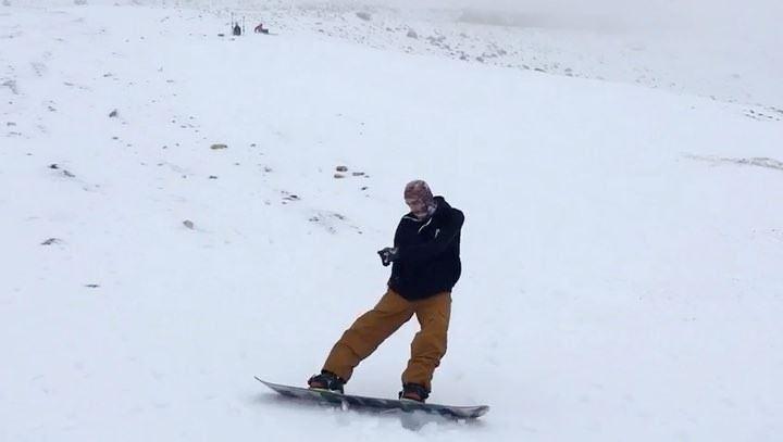 @mi.fe had his first day back on Snow 🤙🏻🤘🏻, have you? 🏂🏂🏂...... (Mzaar Kfardebian)