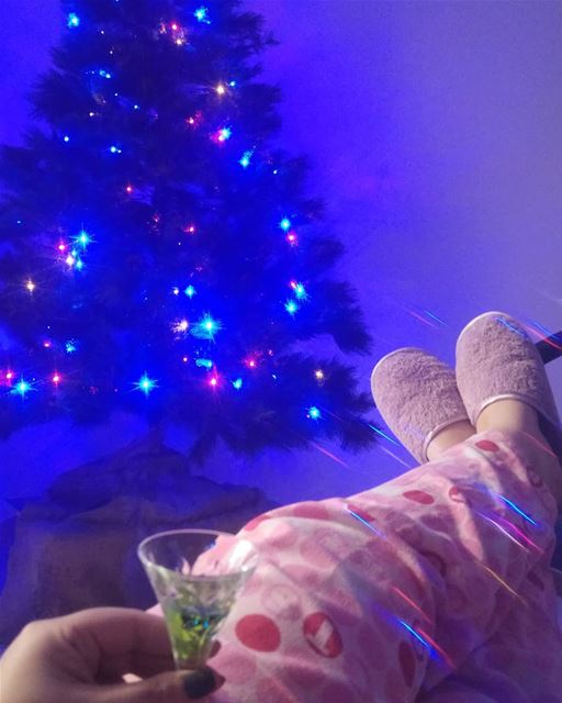 💫 Here I sit admiring my Christmas tree 🍥28 days for Christmas 🍥...