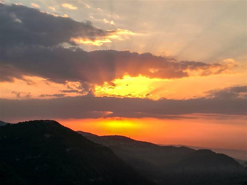 💛💛.............. Lebanon livlovelebanon lebanese ... (`Akkar, Liban-Nord, Lebanon)