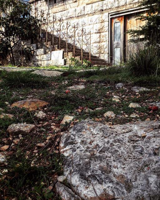🏡🍂....... liveoutdoors house mountain picoftheday ... (Ehmej, Mont-Liban, Lebanon)