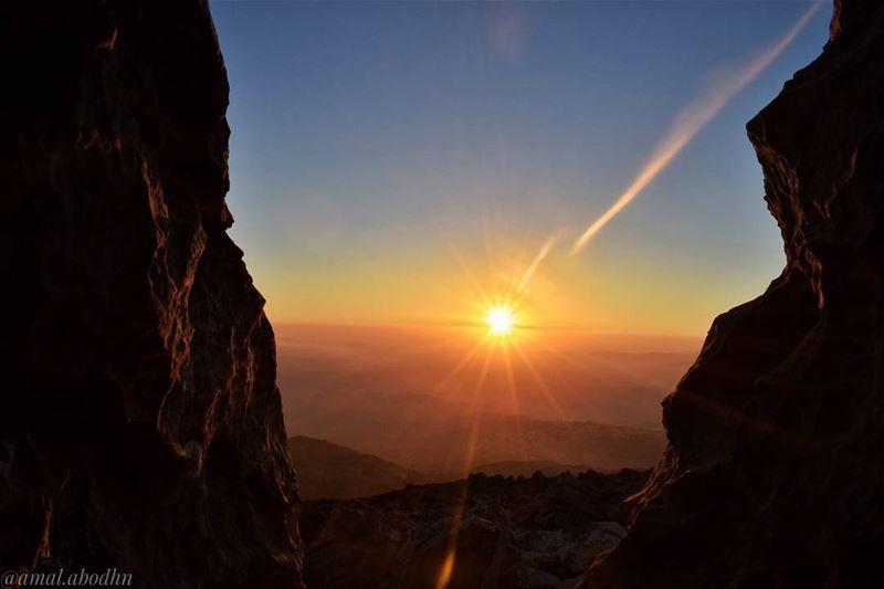 """""""لا تذهب إلى حيث يأخذك الطريق، بل اذهب إلى حيث لا يوجد طريق واترك أثراً.""""👌 (Mount Hermon)"""
