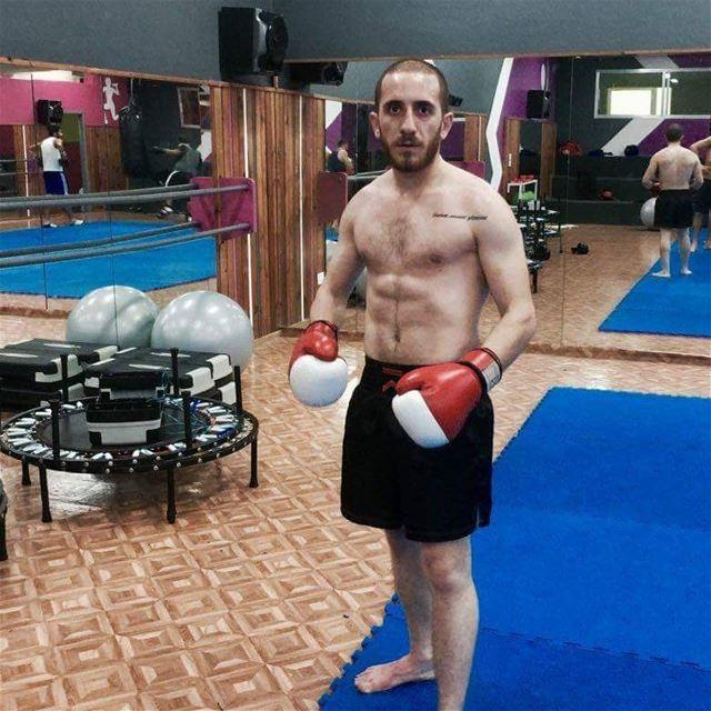 ابن أنفه الشاب Ritchy Dayaa سيمثل لبنان في بطولة العالم للكيك بوكسينغ و قو