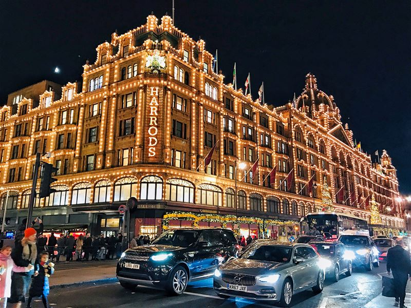 Royal shopping at Harrods.... paris france popcorn961 beirut ... (Harrods)