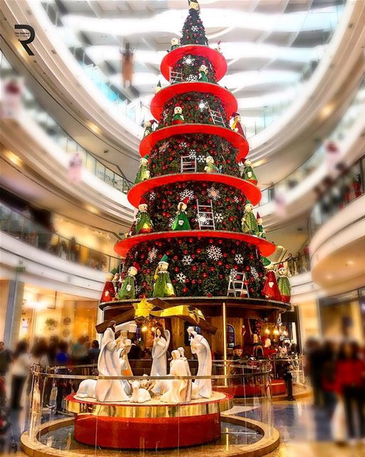 Christmas 🎄The Spirit of giving without a thought of getting ♥️😍🇱🇧 🇱 (City Centre Beirut)