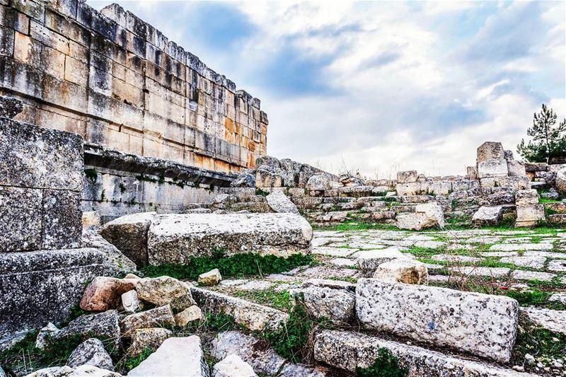 Location : Sfireh Temple, Lebanon earthpix earthofficial ... (Es Sfîre, Liban-Nord, Lebanon)