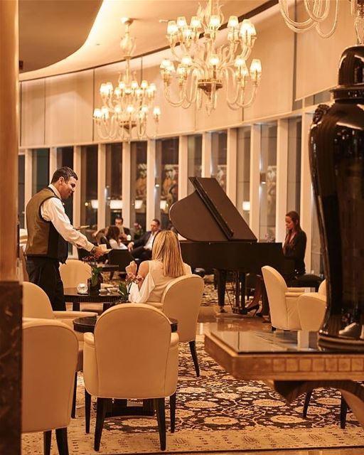 Por dentro do elegante hotel Four Seasons de Beirute @fsbeirut, eleito um... (Four Seasons Hotel Beirut)