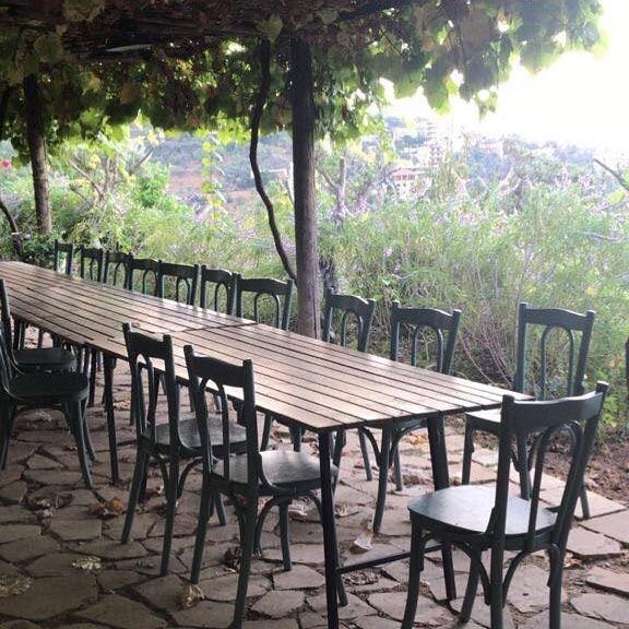 Dining table under a vine-covered pergola 🍃🍇🍃 kulturoscope culture ... (Bsoûs, Mont-Liban, Lebanon)