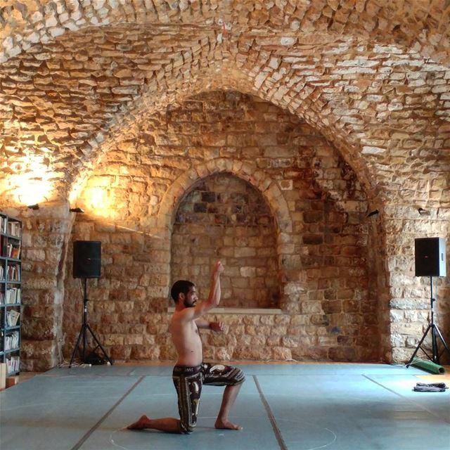 Dance performance by Mostafa Shabkhan (Iran) at the synaguogue.@institutfra (Deir el Qamar Synagogue)