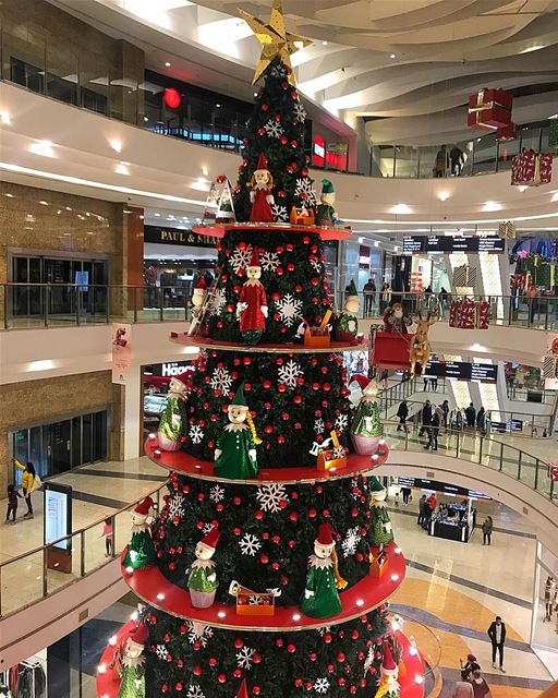 Christmas spirit 🎉🎁🤶🏻 whatsuplebanon ig_lebanon insta_lebanon ... (City Centre Beirut)