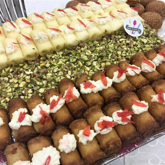 Znoud & mchabechleh 💛💛 heaven 😋🤤 @douaihysweets ... 580flavors ... (Ehden, Lebanon)