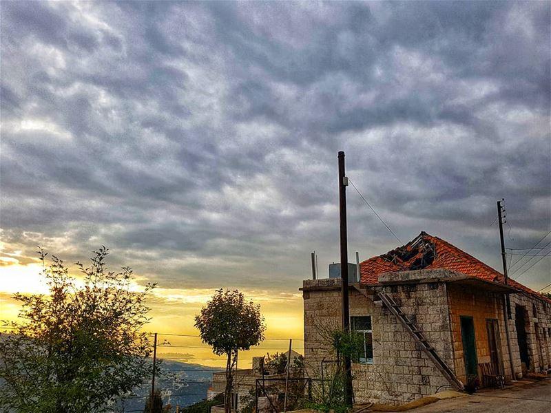 🏚 lebanonhouses ......... livelovebaskinta baskinta ... (Baskinta, Lebanon)