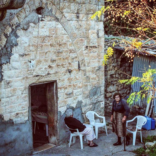 غريب كيف أوقات الناس بيصيروا ذكرياتك ! وهني عالأغلب ما معن خبر! ناس_ذكريا (Btaaboura, Liban-Nord, Lebanon)