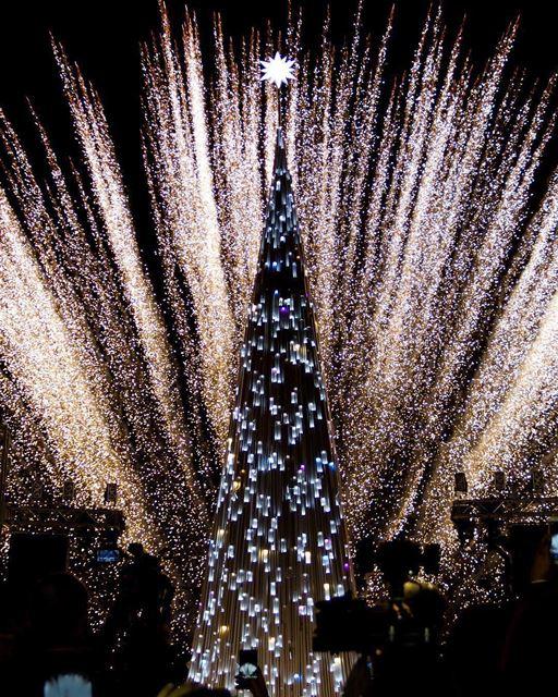 'Natal conectando pessoas' é o tema da árvore de Natal de Byblos,... (Byblos, Lebanon)