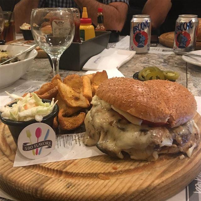 Burger love ❤️😍 @sandwichediner gemmayzeh ... 580flavors ... (Sandwiched Gemayzeh)
