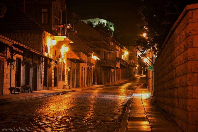 وإن لم تشارك بصنع الجمال عليك على الأقل ان تحتفي به راشيا سوق_راشيا قلعة (Rashayya, Béqaa, Lebanon)