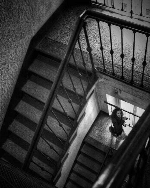 """""""Dans la ville inconnue,Quand vient la nuit,J'ai peur des murs tout nus,..."""