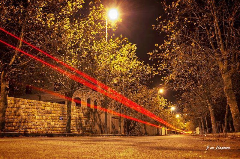 المحطة بسرعة فضيت وصار يقوى الهدير ... ••• YemkenHabaytak HibaTawaji... (Sawfar, Mont-Liban, Lebanon)