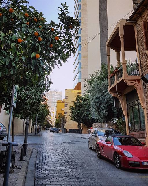 Freedom in the air..🍃🍊🍃🍊🍃.. beirut sunday rideoftheday 🚴....... (Beirut, Lebanon)