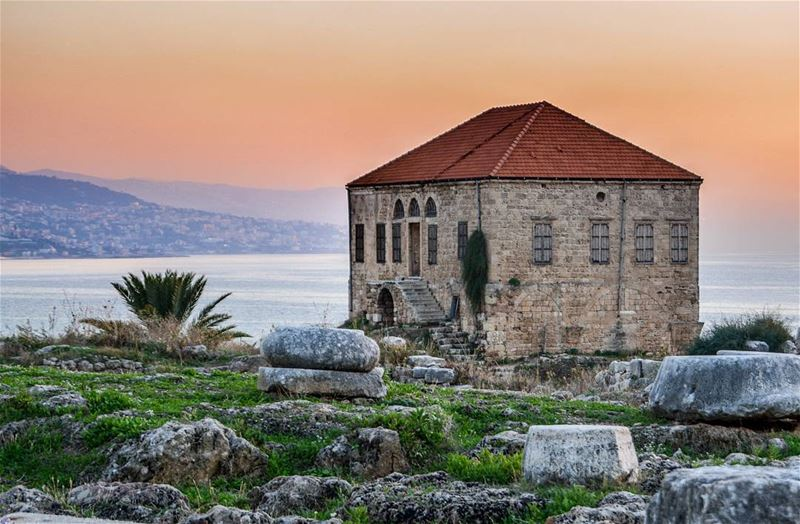 Byblos Beautiful sunset. A traditional Lebanese House livelovebyblos.... (Byblos, Lebanon)