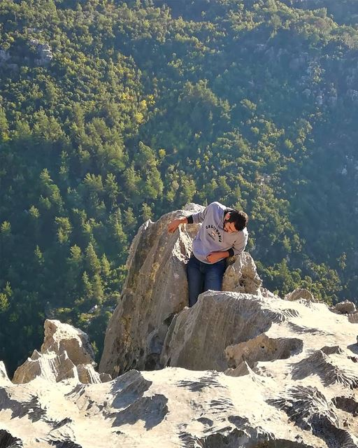 Hey! that's a good camping spot!!I'll just squeeze my self here. ... (Baabdâte, Mont-Liban, Lebanon)
