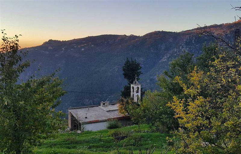 هوني السماء قريبي... jabalmoussa ibri lebanon naturelovers amazing ...