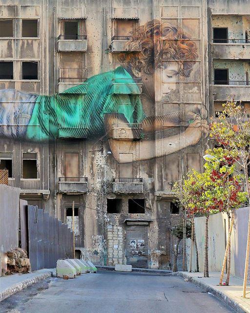 O artista cubano-americano Jorge Rodriguez-Gerada, em colaboração com o... (Beirut, Lebanon)