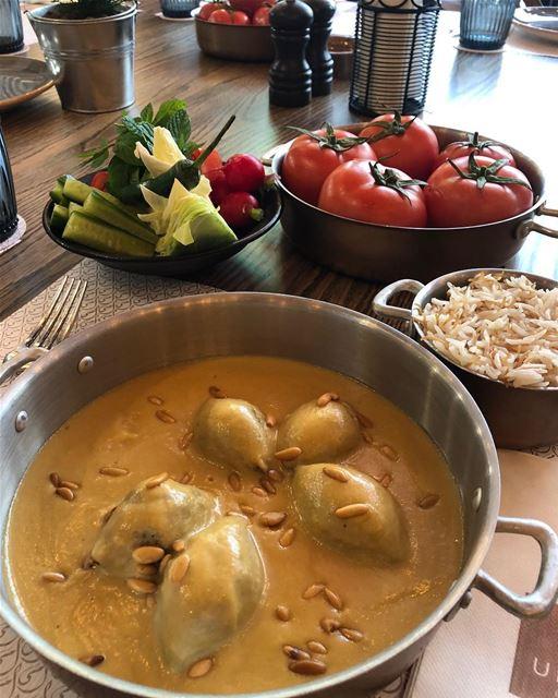 Agradecemos ao restaurante @ummi_beirut por nos abrir o apetite com este... (UMMI)