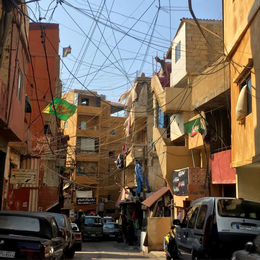 More of these crazy wires that make spiders jealous! beirut ... (El-Jnah, Beyrouth, Lebanon)