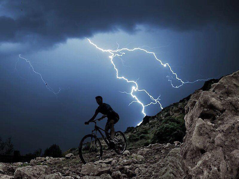 Escaping the storm 🌪🚵🏽♂️ (Anater El Zbayde)