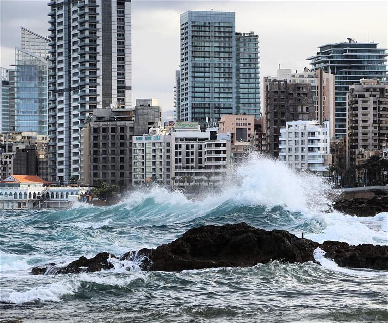 The angry sea 🌊By @f.rostom AinElMrayseh Beirut Liban Libano ... (Ain El Mreisse, Beyrouth, Lebanon)