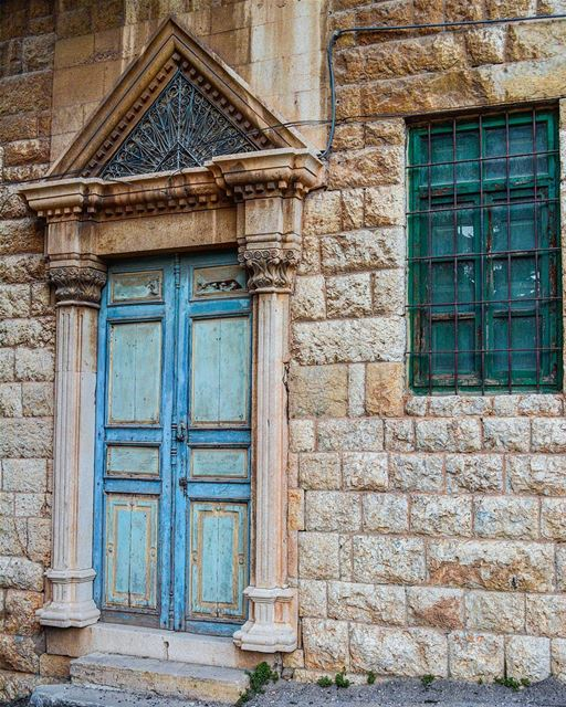 I can stay hours and hours staring at this enchanting door ! 💙💙💙 ... (Douma, Liban-Nord, Lebanon)
