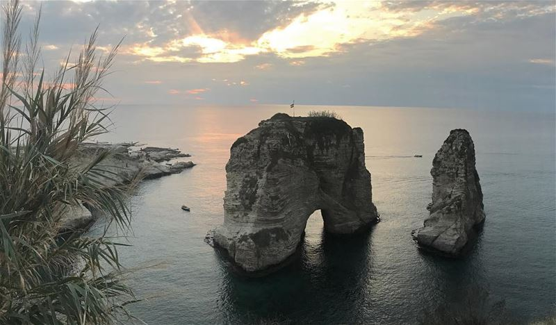 Raouché is a residential and commercial neighborhood in Beirut, Lebanon. ... (Raouche Rock , Beirut , Lebanon)