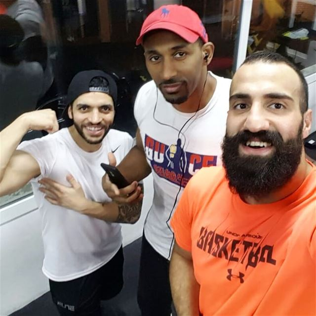 Me and the crew. Great midnight training.  goodlife  goodlifefitness  gie... (Goodlife Fitness)