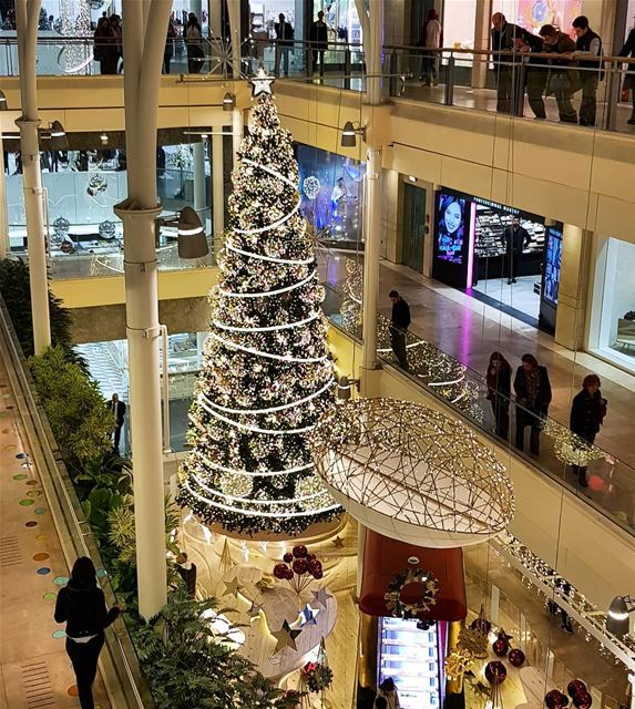 christmastree christmas decor abcachrafieh whatsuplebanon ... (Abc Achrafieh)