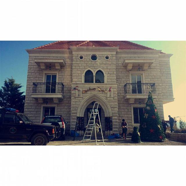 تحضيرات عيد الميلاد 🧣🎁🎉🛍 walkthroughsaghbine livelovebekaa lebanonhdr... (Saghbîne, Béqaa, Lebanon)