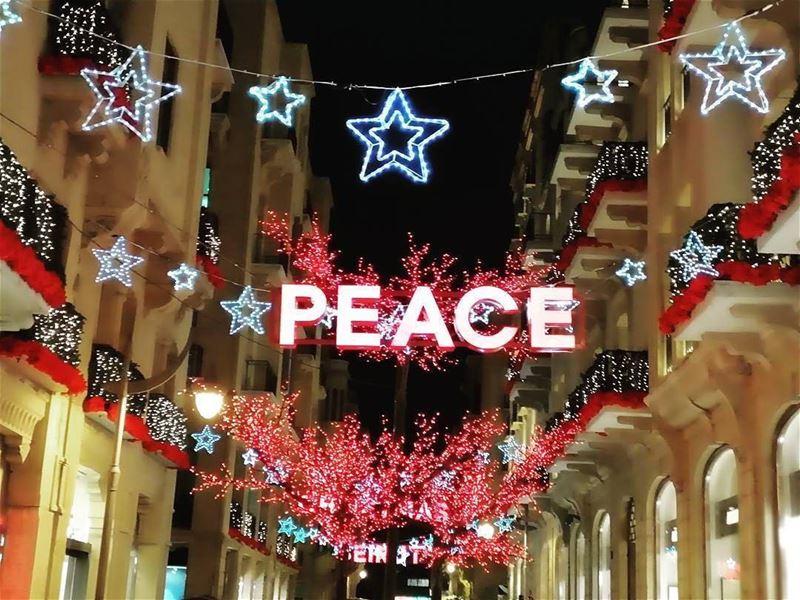 Christmas spirit in Down Town Beirutأجواء الميلاد من وسط مدينة بيروت... (Downtown Beirut)