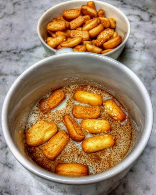 Sahlab time 😋•••• milk sweet eat letseat eeeeeats yummy nomnom... (Beirut, Lebanon)