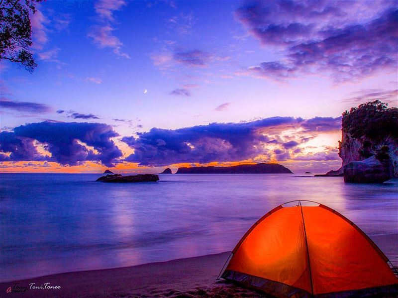 It was a night spent on the beach, near the cathedral cove.I slept late... (Cathedral Cove, Hahei Beach)