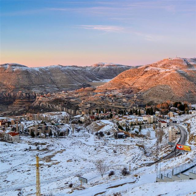 Fresh snow! Beautiful chilly sunset this evening at Faraya Mountains. Road... (Faraya, Mont-Liban, Lebanon)