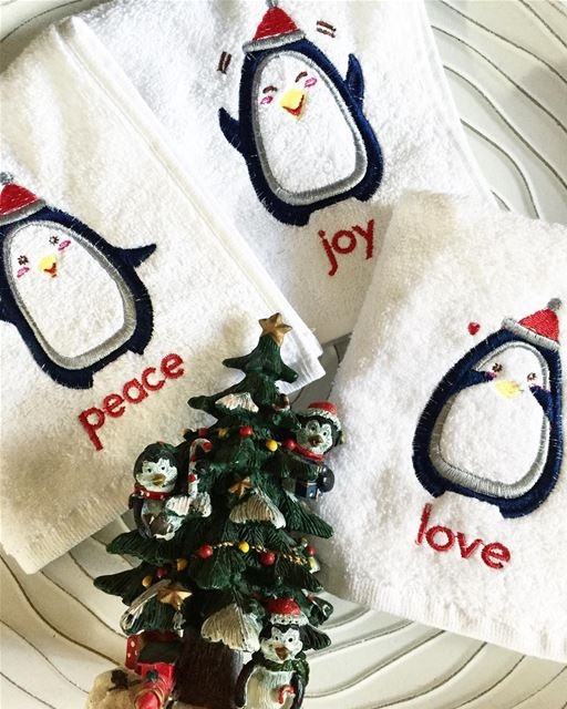 PEACE. LOVE. JOY. Our wishes to you 🌟 Write it on fabric by nid d'abeille...