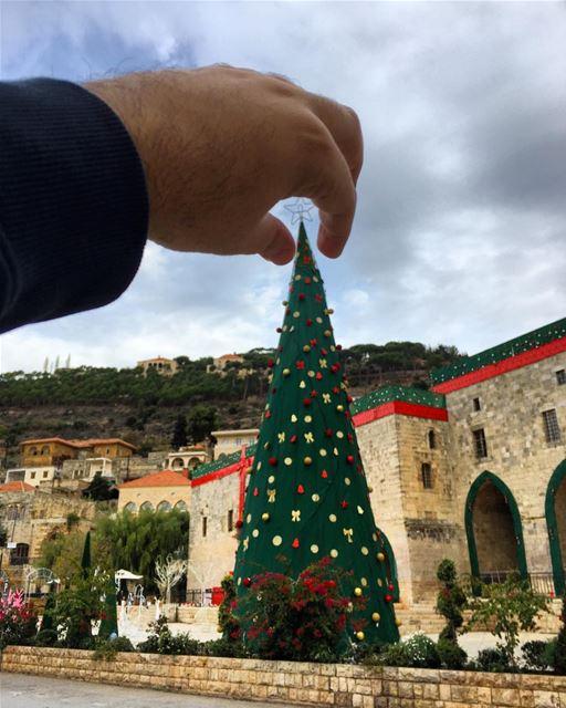 The perfect Christmas 🎄? All Christmas trees are perfect 👌🏻 ... (Dayr Al Qamar, Mont-Liban, Lebanon)
